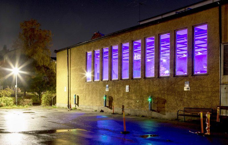 I Västertorps simhall testas nu en ny reningsmetod med LED-lampor.
